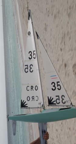Barco CRO 35 Campeón Mundial IOM 2009