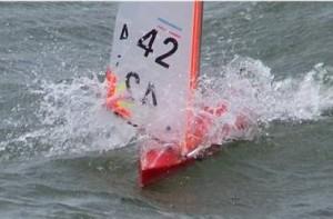 Barco de Brad surfeando