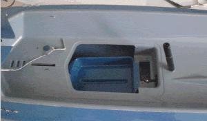 Hueco en cubierta para acceder a los servos y la electrónica